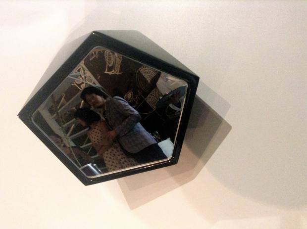 Sean Yoo en el espejo de Emiliano Godoy. Imagen mD