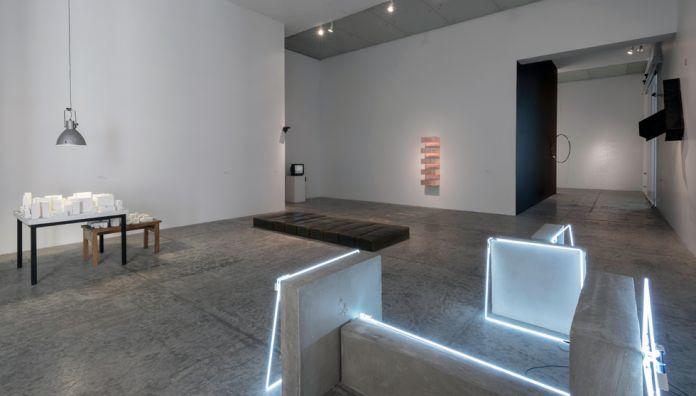 """La persistencia de la geometría. Colecciones de arte de la Fundación """"la Caixa"""" y del Museu d'Art Contemporani de Barcelona (MACBA). MUAC, 2013. Vía: http://www.muac.unam.mx/"""
